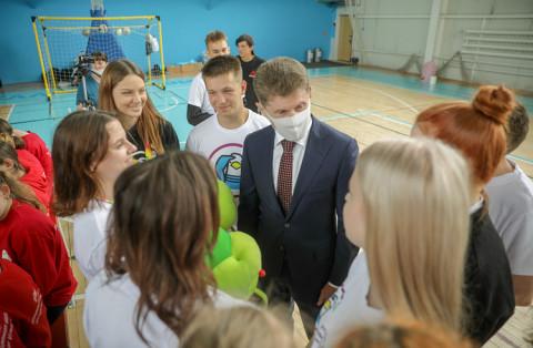 Губернатор Приморья поздравил детей на инклюзивном празднике
