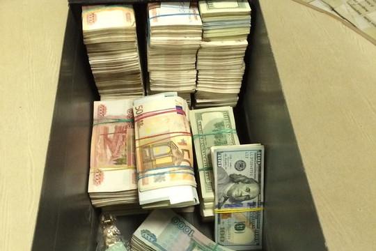 Сейф с 10 миллионами рублей похитили в Приморье
