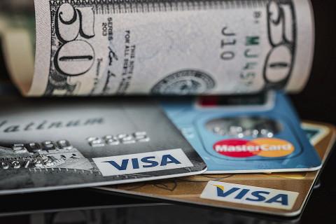 Тревожный сигнал: россияне больше не могут обойтись без кредитных карт