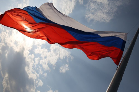 С 1 сентября в российских школах начнут поднимать государственный флаг
