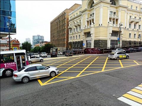 «Вафельная» разметка появится ещё на двух перекрёстках Владивостока