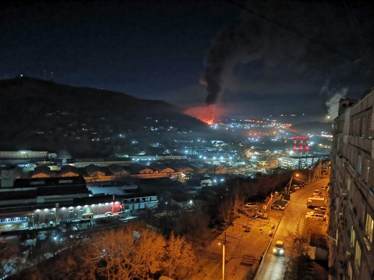 Ночной пожар уничтожил склад у «Китай-города»