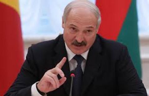 Лукашенко посадил сторонников в автомобили